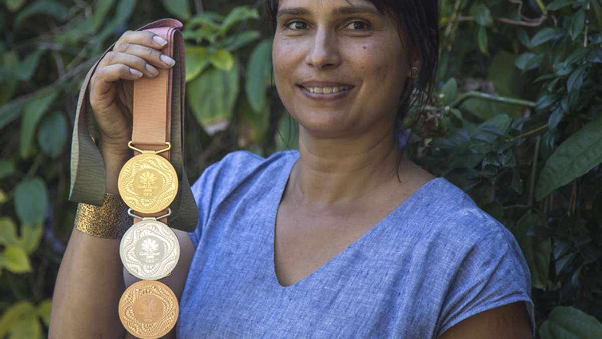 Commonwealth Games 2018 Gold Medal being held by Cindy