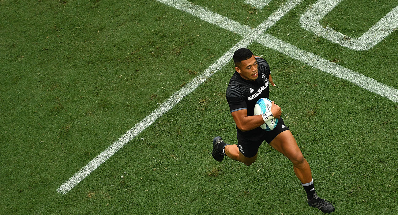 Kiwi Rugby Sevens player running with the ball