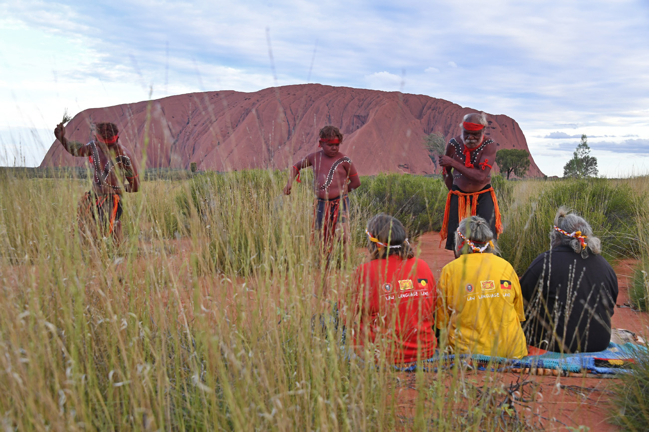 The Anangu Dancers of Uluru performed an inma welcome with the Queen's Baton