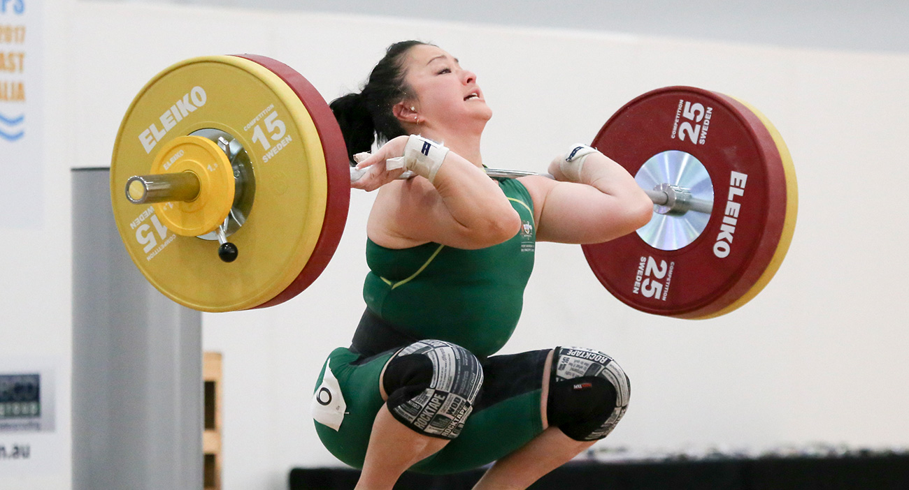 Erika Yamasaki competes at the 2017 Oceania and Commonwealth Weightlifting Championships.