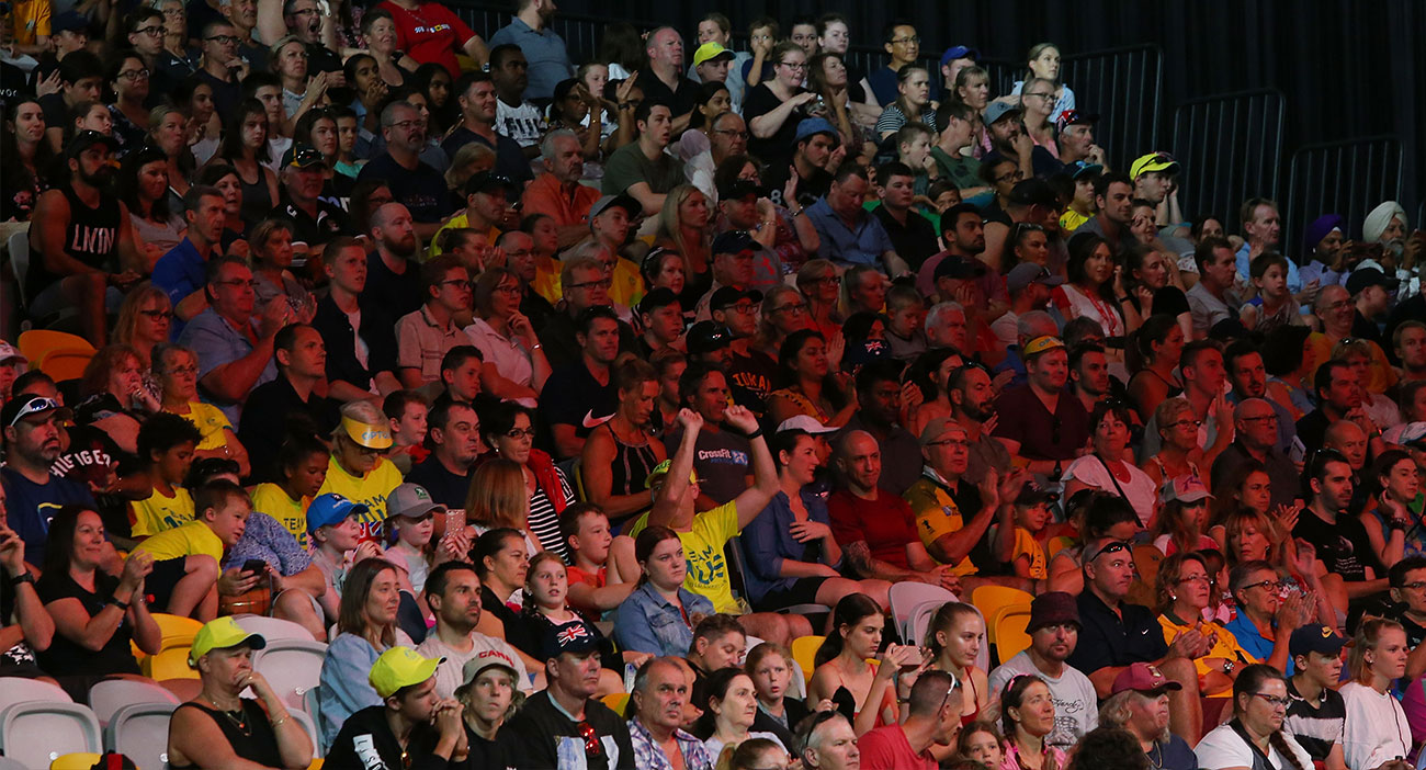 Fans cheer on weightlifters