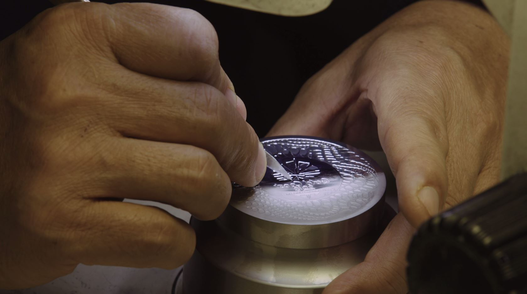 Polishing the die upclose