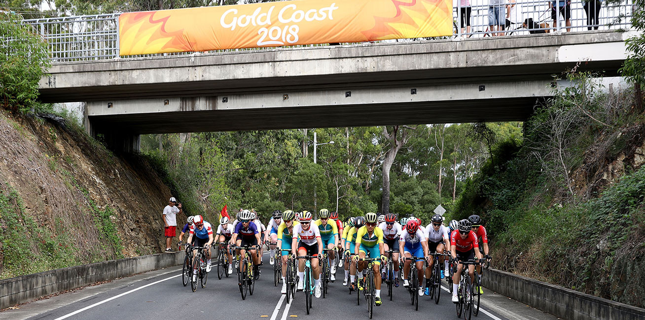 Competitors race during the women's Road Race at Currumbin Beachfront.
