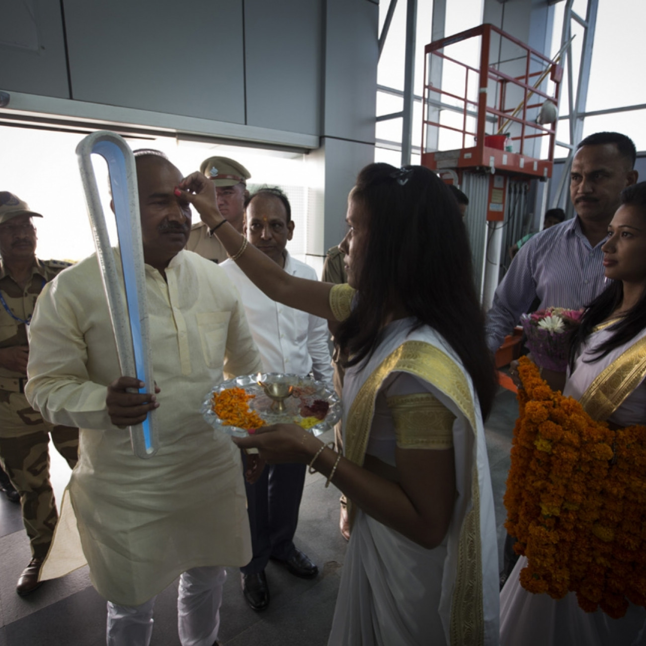Minister of Sports, Uttrakhand, the Hon Mr Arvind Pandey carrying the Baton as it receives a traditional Hindu blessing at Dehradun airport