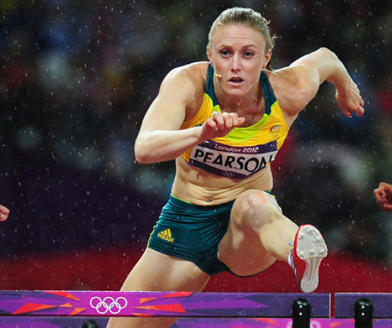 Sally Pearson claims gold in the women's 100m hurdles at the 2012 London Olympics.